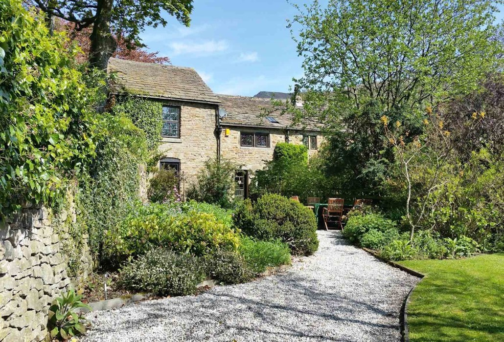 Ollerbrook cottages two luxury holiday cottages peak for Premium holiday cottages