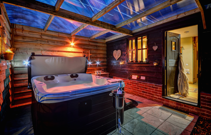 Orwell barn luxury holiday cottage with hot tub suffolk for Cottages with sauna and hot tub