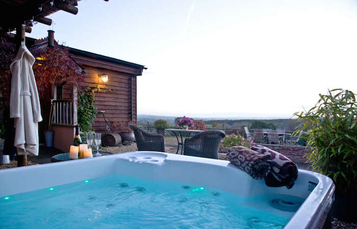 the dairy romantic break with hot tub in devon rh elitecottages co uk cottage with hot tub devon and cornwall luxury cottages with hot tub in devon