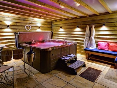 Astonishing Cottages With Hot Tubs Elite Cottages Download Free Architecture Designs Scobabritishbridgeorg